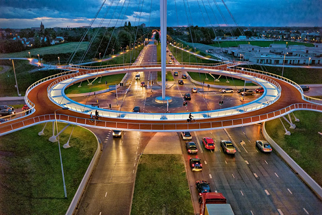 The-Hovenring-Worlds-First-Suspended-Bicycle-Roundabout-1