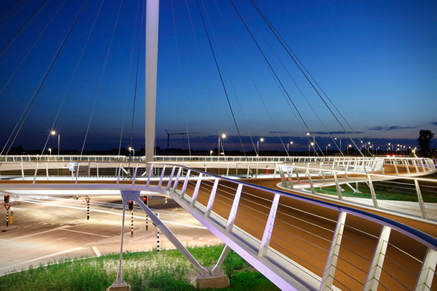 The-Hovenring-Worlds-First-Suspended-Bicycle-Roundabout-2
