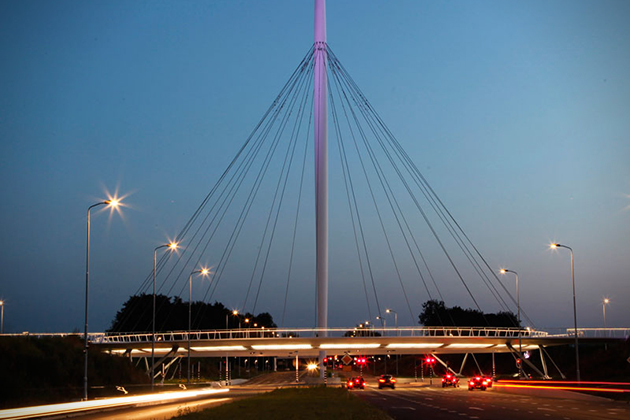 The-Hovenring-Worlds-First-Suspended-Bicycle-Roundabout-5